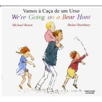 We're Going on a Bear Hunt in Urdu & English (PB)
